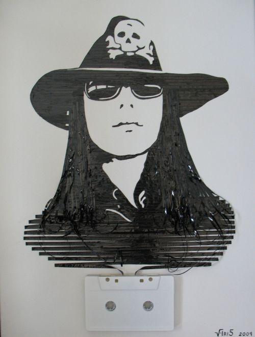 Оригинальные художества из ленты магнитофонных кассет
